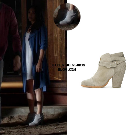 the flash 2x01 iris boots